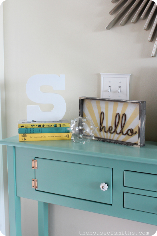 Entryway Table Vignette - thehouseofsmiths.com
