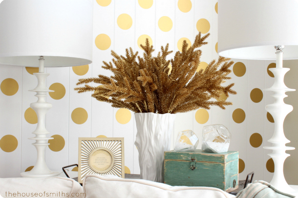 Modern gold Christmas decor - thehouseofsmiths.com