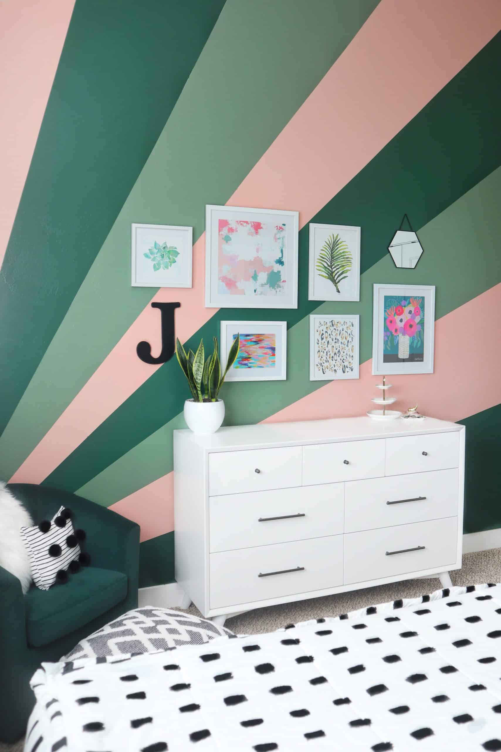 Teen Bedroom Makeover - Sunburst Finished Accent Wall - House of Smiths